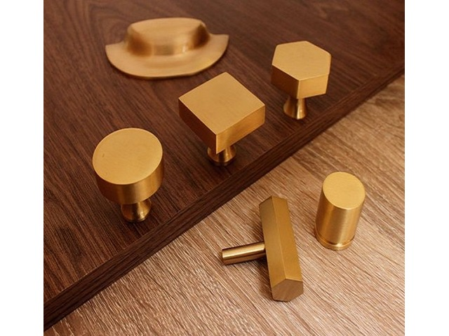 CONTEMPORARY BRASS CUPBOARD DOOR KNOBS AND PULLS – BRUSHED GOLD | free-classifieds.co.uk