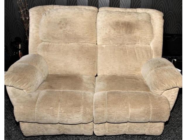 La-z-Boy Two Seatter Recliner Sofa   free-classifieds.co.uk